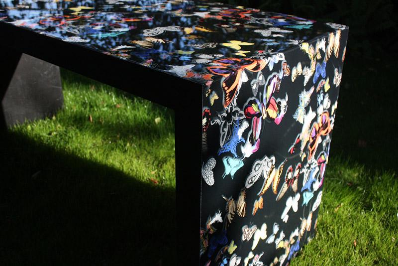 Tafels met behang in epoxy